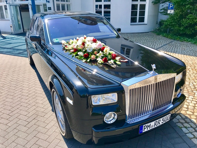 Rolls Royce Phantom mit Hochzeitsschmuck